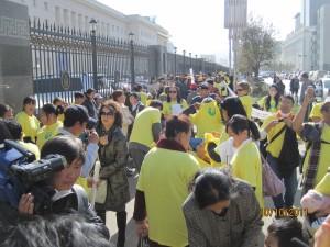 In optocht door het centrum van Ulaanbaatar voor gehandicapte kinderen